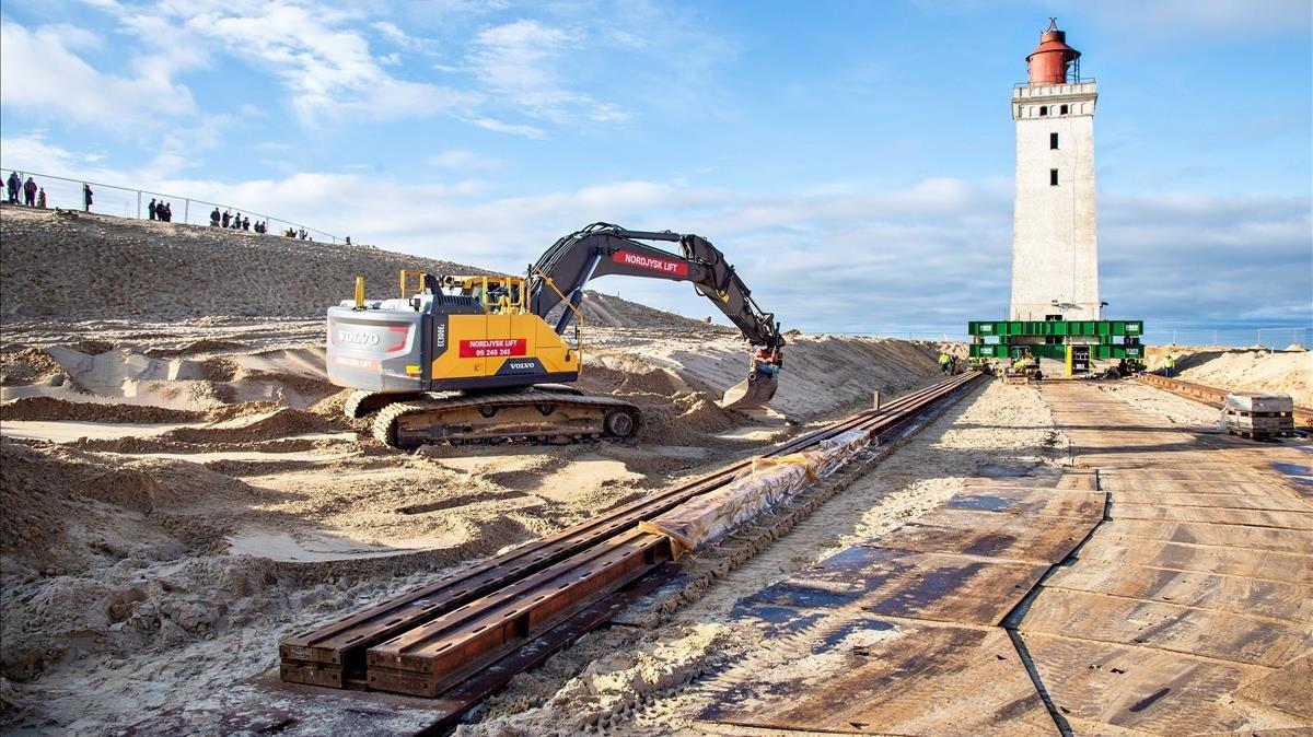 Preparativos para trasladar el faro Rubjerg Knude, en Jutlandia, por la erosión de la costa litoral