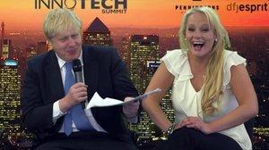 El primer ministro británico, Boris Johnson, y la empresaria Jennifer Arcuri, en un acto de la empresa Innotech en el 2013.