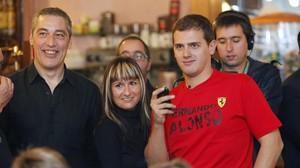 Albert Rivera, junto a la que era su jefa de prensa, Imma Lucas, en noviembre del 2010 en Mataró.