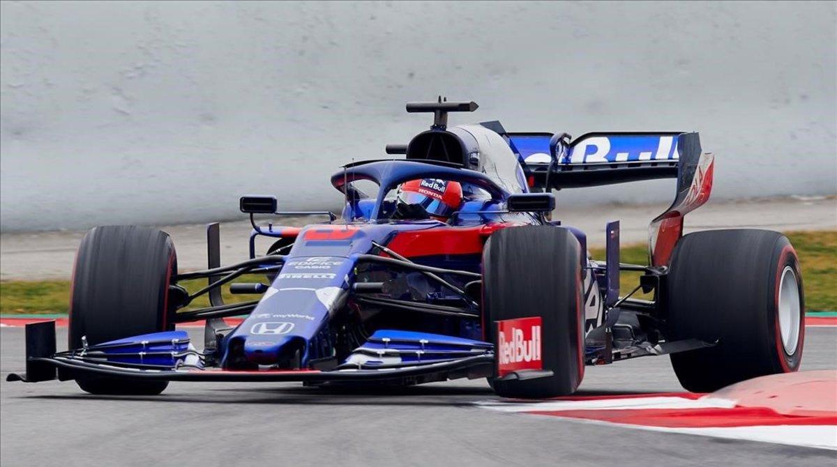 El ruso Daniil Kvyat ha revolucionado hoy los ensayos de F-1 de Montmeló al lograr el mejor tiempo con el Toro Rosso-Honda.