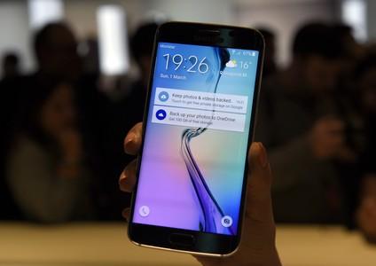 El Samsung Galaxy S6 Edge ha sigut presentat aquest diumenge a l'MWC