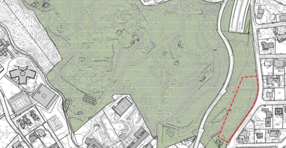 Silueteada en rojo, la finca del Parc de lOreneta que ha sido recalificada.
