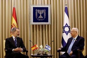 Spain's King Felipe VI sits next to Israeli President Reuven Rivlin during their meeting in Jerusalem January 23, 2020. REUTERS/Corinna Kern
