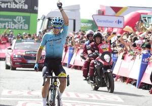 Miguel Ángel Supermán López, ciclista colombiano del Astana, triunfa en Sierra Nevada.
