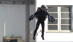 Volar como un superhéroe ya es posible: a la venta el traje que te hará sentir Iron Man
