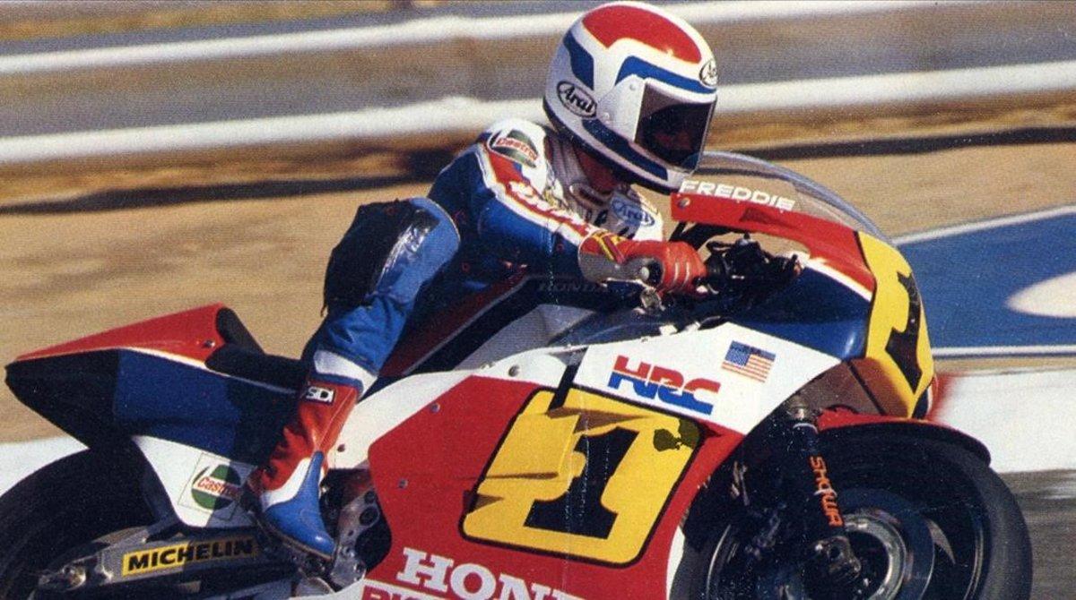 El tricampeón norteamericano Freddie Spencer y su poderosa Honda de 500cc.