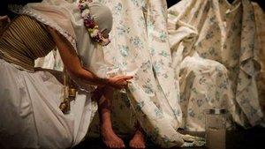 Una imagen promocional de 'Una costilla sobre la mesa. Madre', de Angélica Liddell