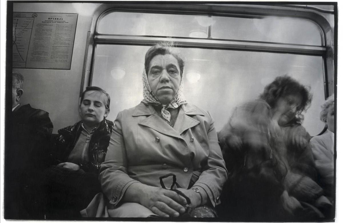 Una de las imágenes de la muestra M, con fotografías tomadas en el metro de Járkov (antigua URSS) por Misha Pedan en 1985 y 86.