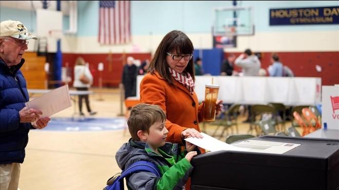 El empuje de los 'outsiders' mantiene abierta la carrera electoral en EEUU