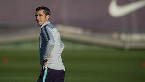 Valverde, en un entrenamiento del Barcelona en la ciudad deportiva de Sant Joan Despí.
