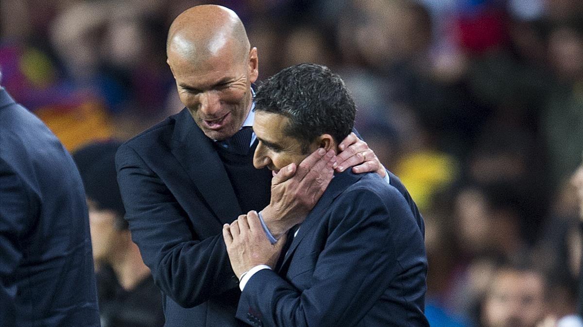Valverde y Zidane se saludan al final del partido.