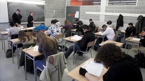 Realización de las pruebas de competencias básicas de cuarto de ESO en un instituto de Barcelona, el pasado febrero.