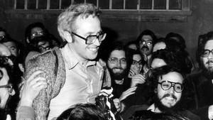 Huertas Clavería en el momento de abandonar la cárcel Modelo, en abril de 1976.