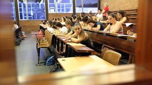 Aula del instituto Secretari Coloma de Barcelona donde se realizaron pruebas de las oposiciones docentes el pasado 14 de abril.
