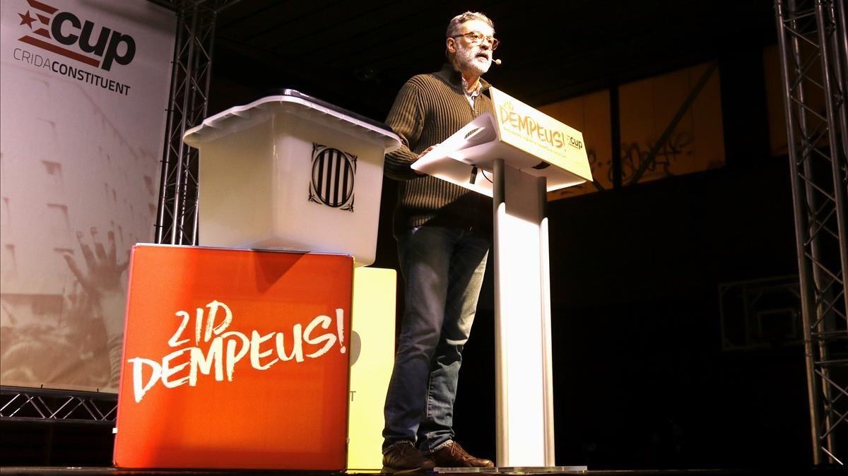El cabeza de lista de la CUP, Carles Riera, en el acto final de campaña.