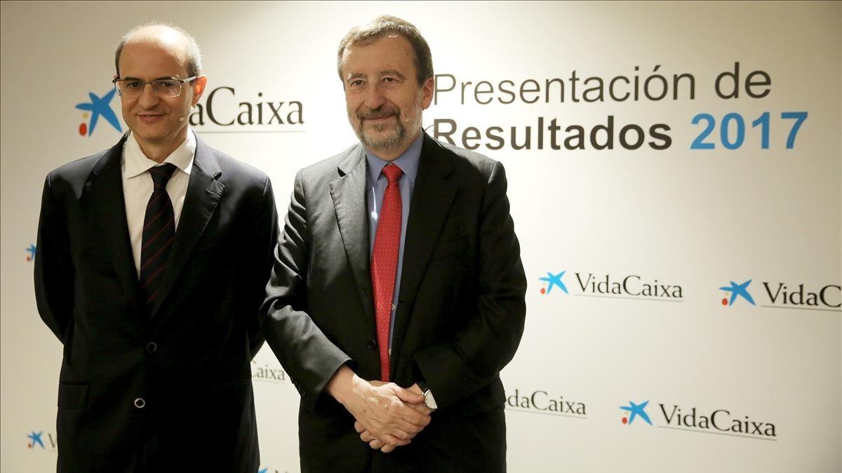 El director general de VidaCaixa,Javier Valle (izquierda), junto al vicepresidente ejecutivo y consejero delegado de la entidad,Tomás Muniesa (derecha).