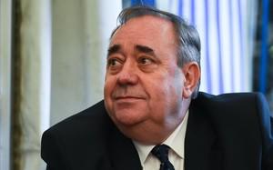 Els laboristes pressionen Sturgeon perquè suspengui Salmond pels casos d'assetjament sexual