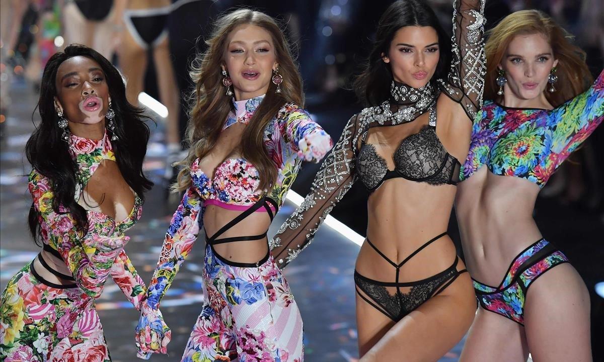 Winnie Harlow, Gigi Hadid,Kendall Jenner yAlexina Graham en elVictoria's Secret Fashion Show 2018
