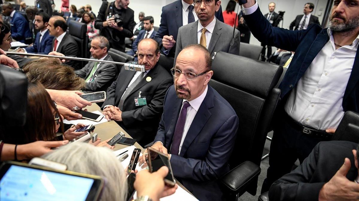 L'Aràbia Saudita defensa retallar la producció de cru en un milió de barrils diaris