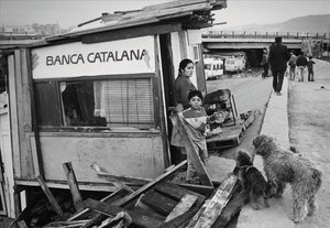 Ripollet, 1991, una foto magistral, que compendia un fiasco financiero, sus ecos políticos y la persistencia de la Catalunya paupérrimaun año antesde los JJOO.