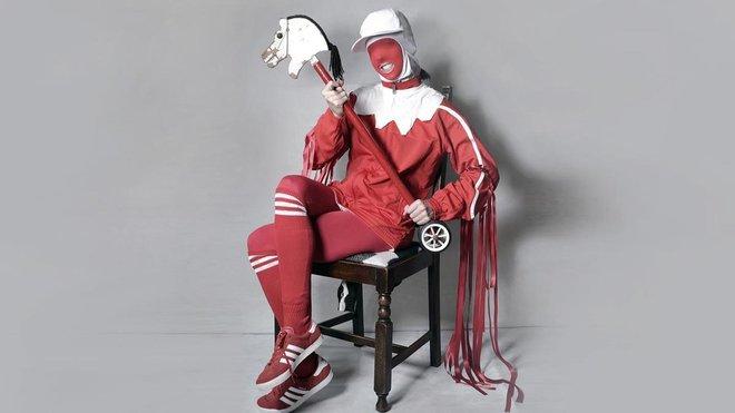 La artista británica Gazelle Twin.