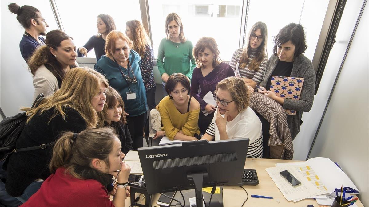 Las profesionales, psicólogas y trabajadoras sociales, que trabajarán en la oficina de denuncias y atención a mujeres maltratadas.