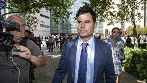 El jutge tira endavant amb el judici paternitat de Julio Iglesias
