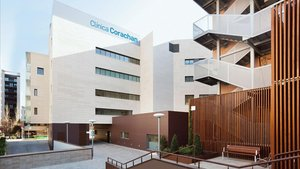 Crida urgent de Clínica Corachan per incorporar personal i equipament mèdic