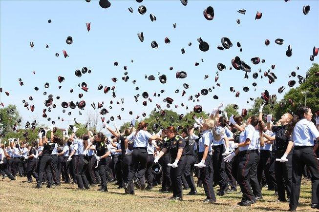 Después de siete años sin nueva promoción de Mossos, hoy se han graduado 454 nuevos agentes y 350 nuevos policías locales en el Institut de Seguretat Pública de Catalunya (ISPC).