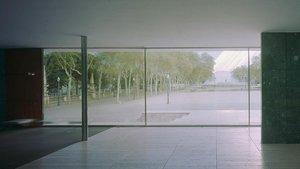 La foto de un año del pabellón Mies van der Rohe.