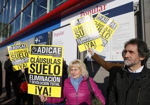 Facua denuncia 13 bancs per frenar la reclamació de les clàusules terra
