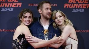 Ryan Gosling es vesteix de 'Blade runner' a Barcelona