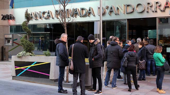 Bpa limita la retirada de efectivo a euros por for Oficina ryanair madrid