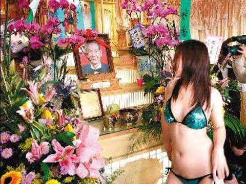 Espectáculo erótico en un funeral en China