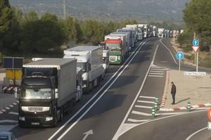 Marcha lenta de camiones por la N-340, el 11 de diciembre, para exigir la gratuidad de la autopista AP-7