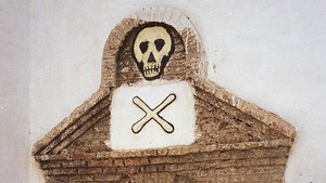 fcasals40157432 file a skull and crossbones looms above the entrance to on170917191456
