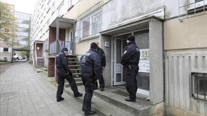 mbenach40755892 police stand in front of a building in the northeastern germ171031110856