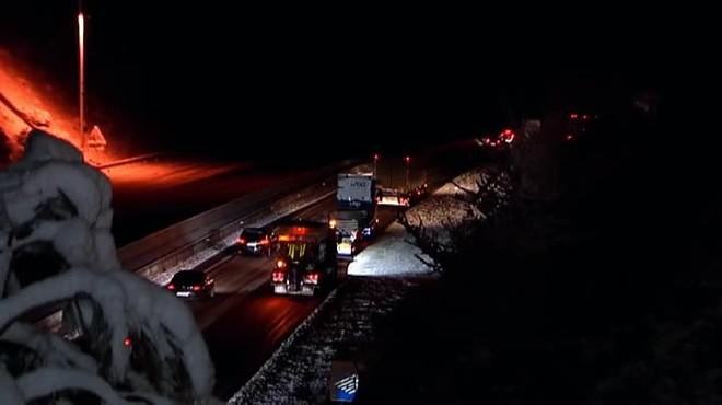 La neu obliga a tallar carreteres com la C-25 a Catalunya