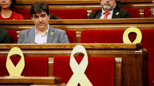 El portavoz de ERC, Sergi Sabrià, en su escaño del Parlament.