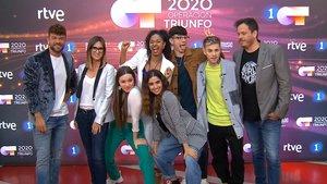 Ricky Merino, Noemí Galera, Nía, Flavio , Brian Selli y, delante, Eva y Anaju, el jueves, en Terrassa.