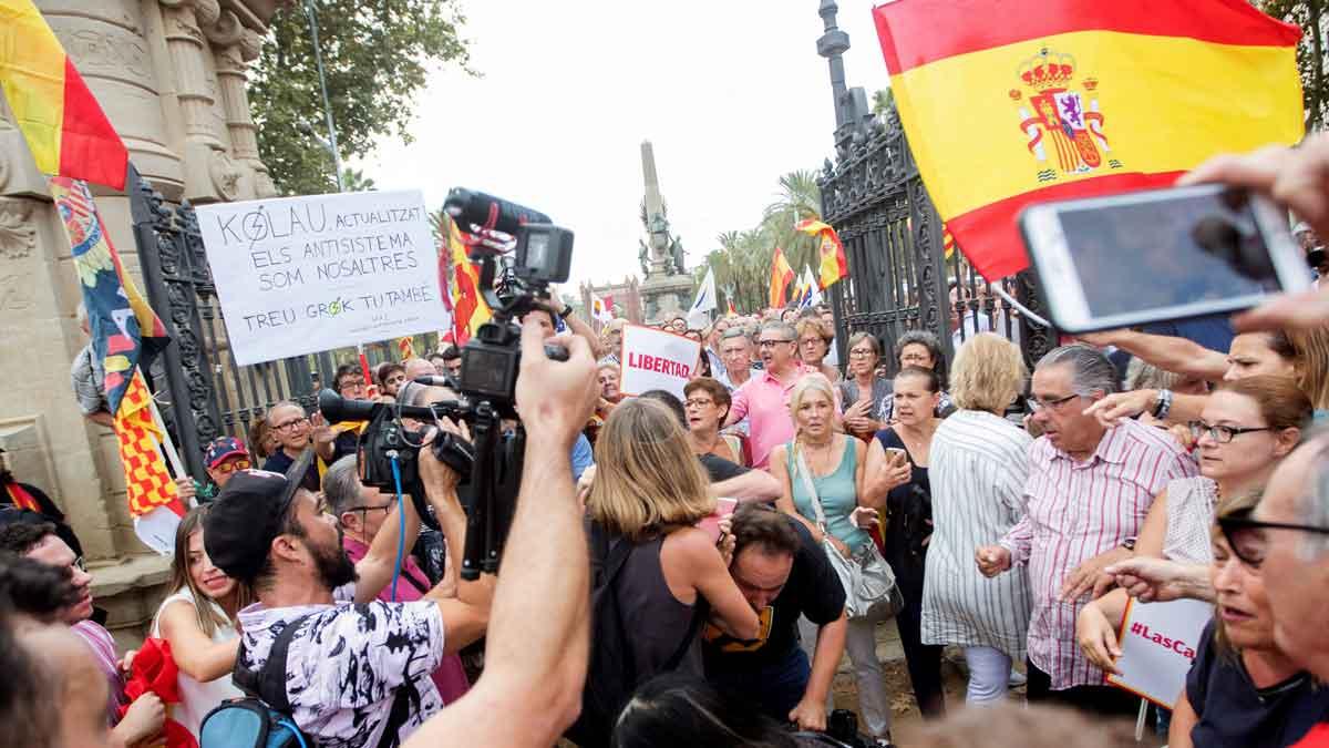 Agredido un cámara de Telemadrid al ser confundido con uno de TV-3 en la concentración de Ciutadans en la Ciutadella.