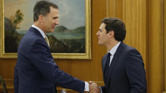 """Rivera se ofrece al Rey como pacificador de la """"guerra fría"""" entre el PP y el PSOE"""