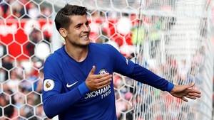 Álvaro Morata celebra su tercer gol al Stoke City.