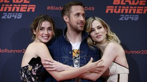 Ana de Armas, Ryan Gosling y Sylvia Hoeks, en la presentación de 'Blade runner 2049' en Barcelona.