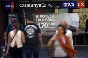 Anuncios de hipotecas en una entidad bancaria en Barcelona.