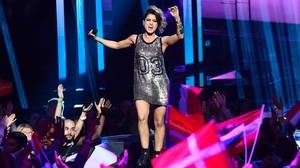 Barei, la representantede TVE en el Festival de Eurovisión, en un momento de su movida actuación.