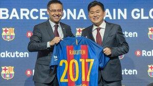 Bartomeu y Mikitani, en la presentación del acuerdo firmado con Rakuten en noviembre del 2016.