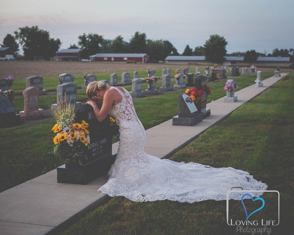La conmovedora historia de la novia que se hizo las fotos de boda en la tumba del que iba a ser su marido