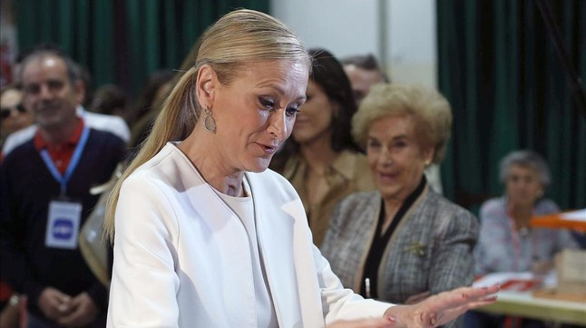 La candidata a la Comunidad de Madrid por el Partido Popular, Cristina Cifuentes, vota en los comicios locales y autónomicos.
