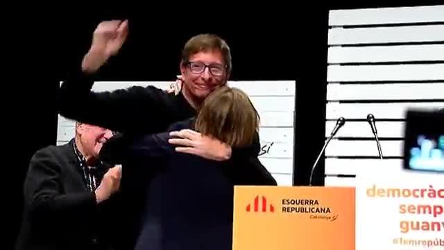 Puigdemont ha participado en el acto del PDeCAT desde una pantalla gigante.